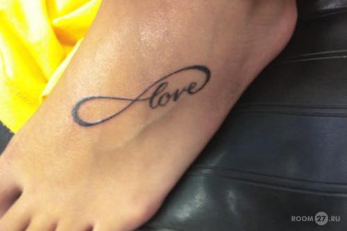 тату на ноге для девушек надписи фото
