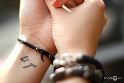 На татуировки на запястье с текстом и