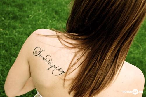 Татуировки с надписями плотно вошли в