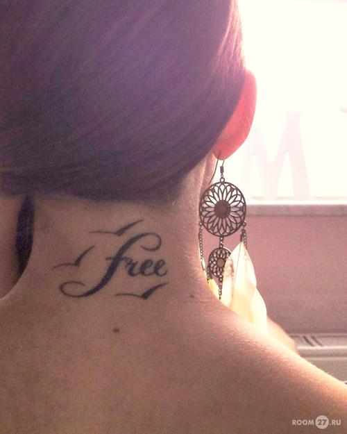На шее можно расположить татуировку в