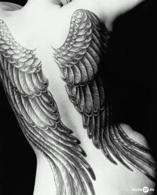 наколка крылья спине значение