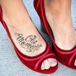 Тату надписи на ноге One moment