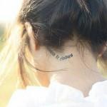 Тату надписи за ухом на шее