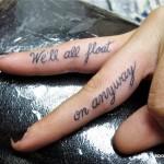 Тату надписи на пальцах