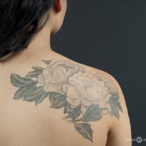 Татуировки для девушек пионы