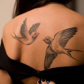 Татуировки для девушек ласточки