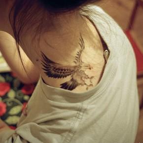 Татуировки для девушек орел
