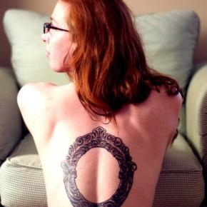 Татуировки для девушек с рамами