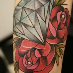 Татуировки для девушек розы и бриллиант