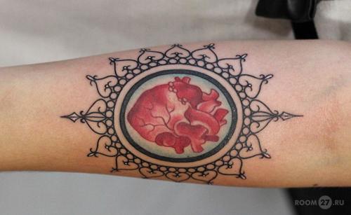 Татуировки с надписями для девушек и их значение 92