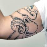 Татуировки на руках осьминог