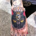 Татуировки на руках кошка