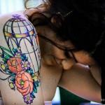 Татуировки на руках клетка и розы