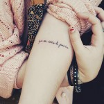 Татуировки на руках с надписью
